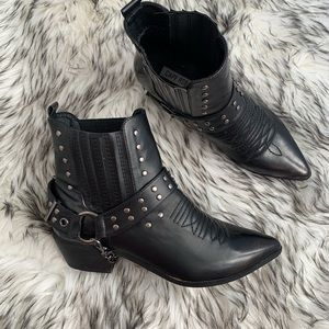 Women's brand new edgy boots